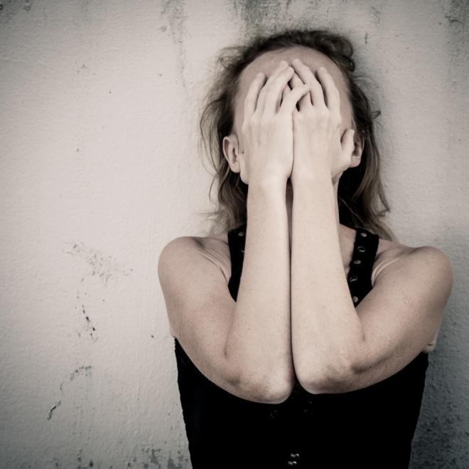 Fotolia_57156905_Woman-Shame-Covered-Face